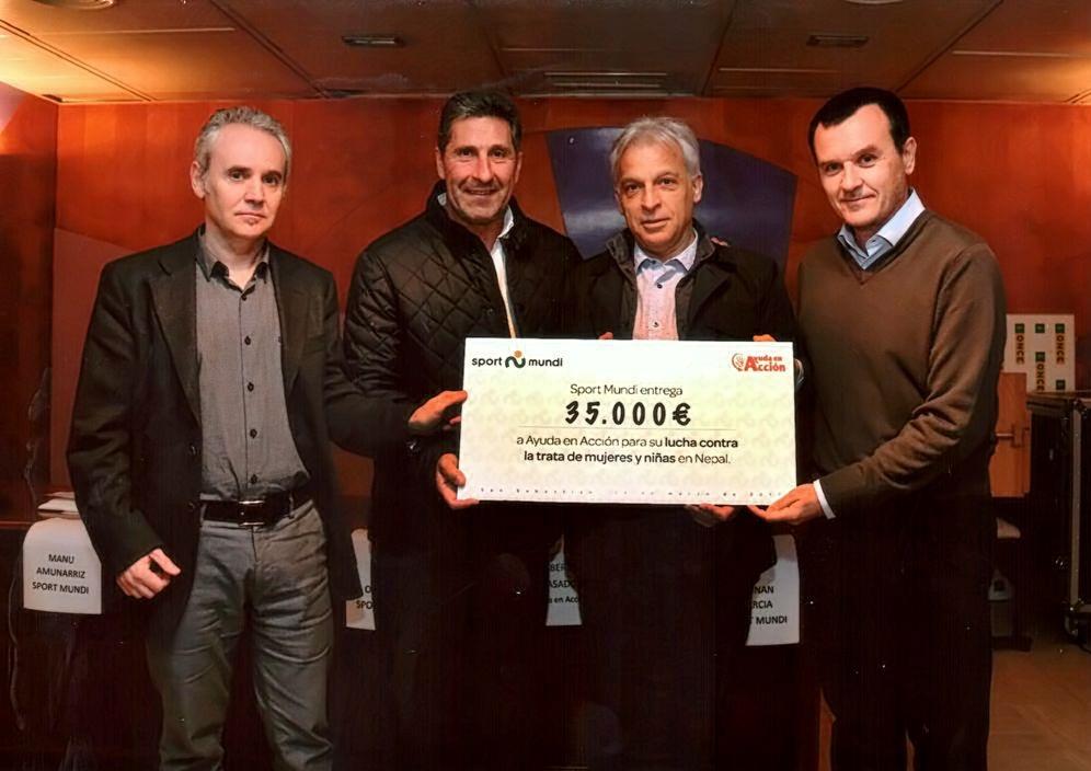 Foto entrega cheque Sport Mundi 1